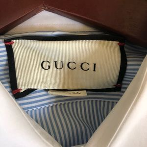 dc1562f0d96 Gucci Shirts - Gucci Bee fil coupé Cambridge shirt